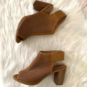 Coconuts by matisse Open toe sandals 8.5